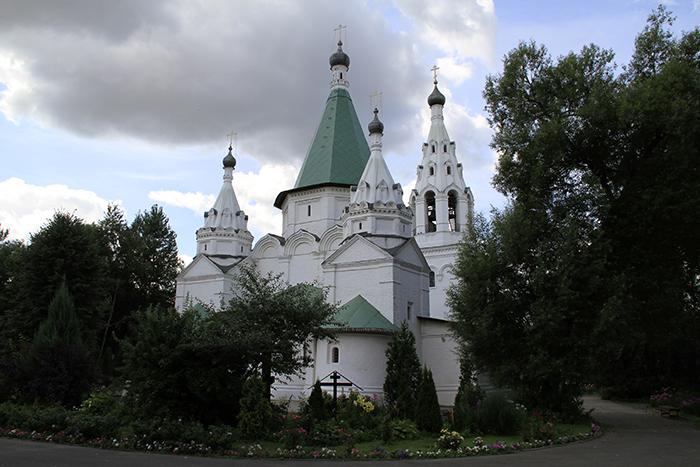 Картинки по запросу Церкви Троицы Живоначальной в Троицком-Голенищеве